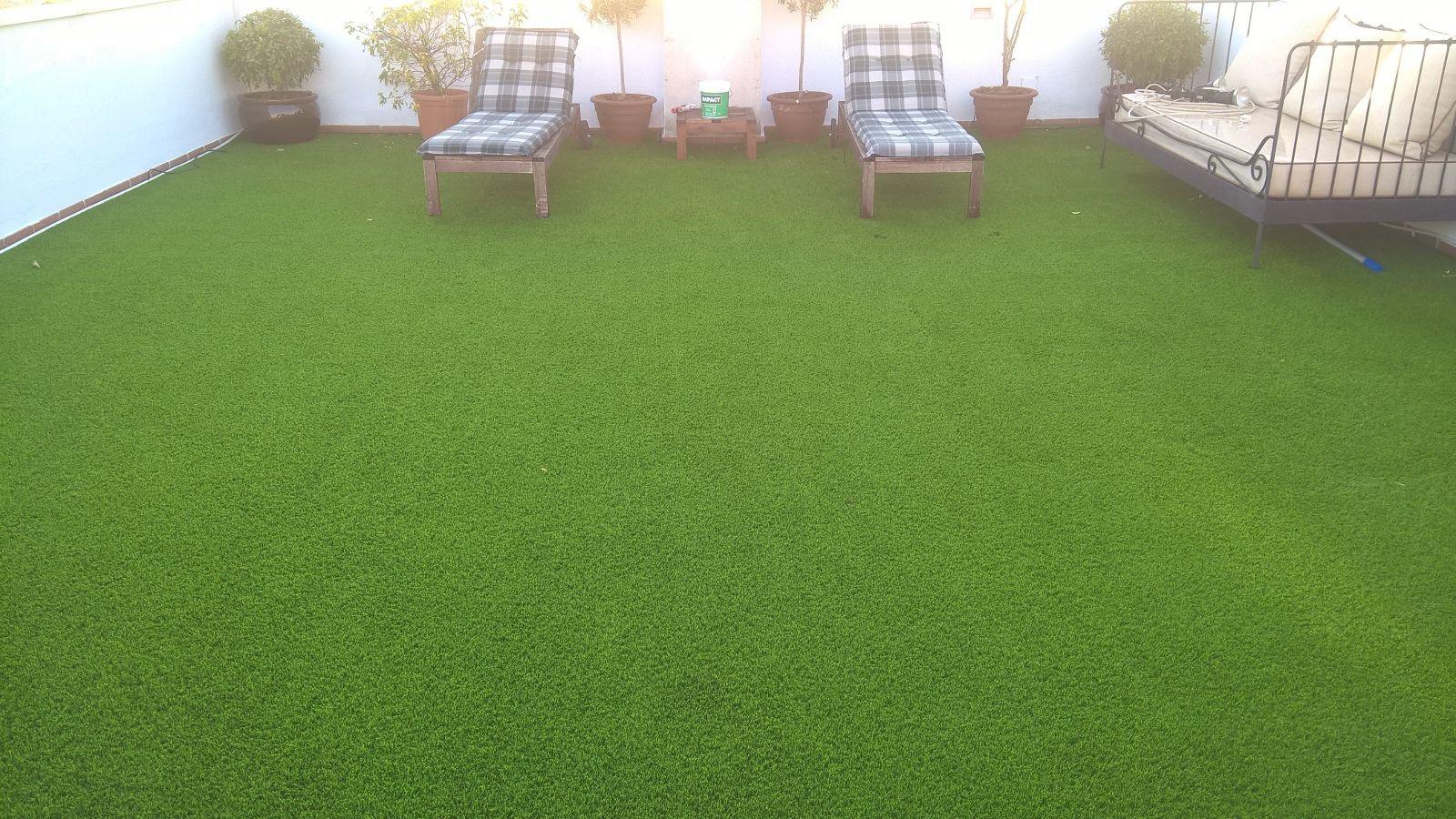 terraza césped artificial island