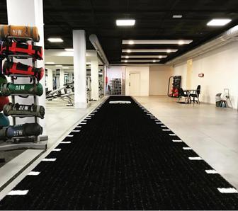 cesped artificial gimnasio