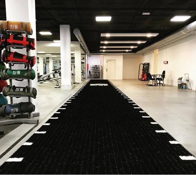 cesped artificial gimnasio