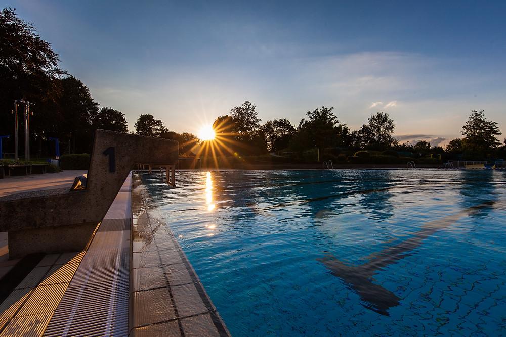 Im Freibad Sythen steht der letzte Sonnenuntergang für diese Saison an.