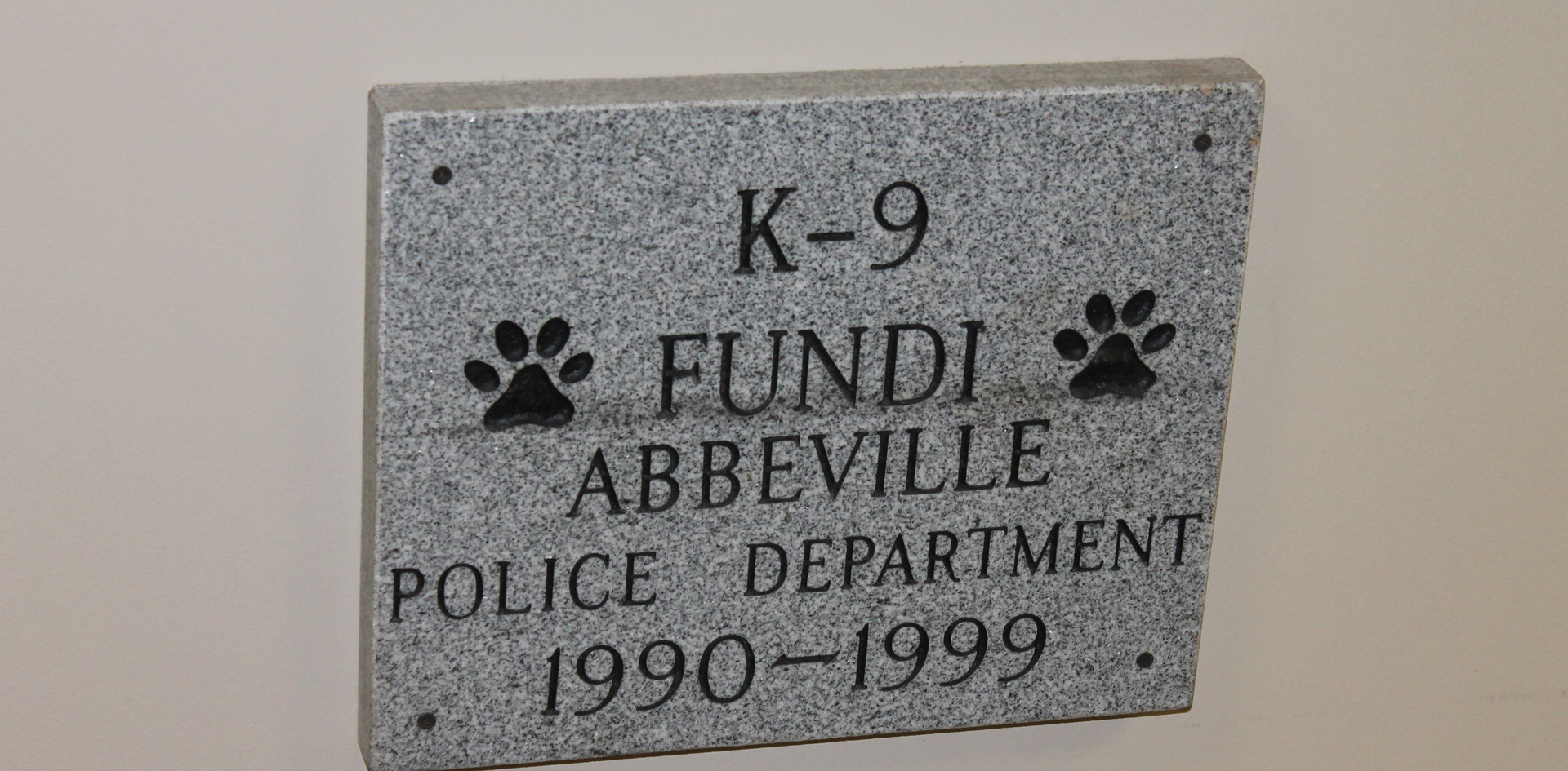 "Memorial to ""Fundi"", Dooley's K-9"