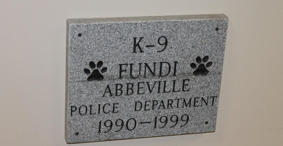 "Memorial to ""Fundi"", Dooley's K-9"