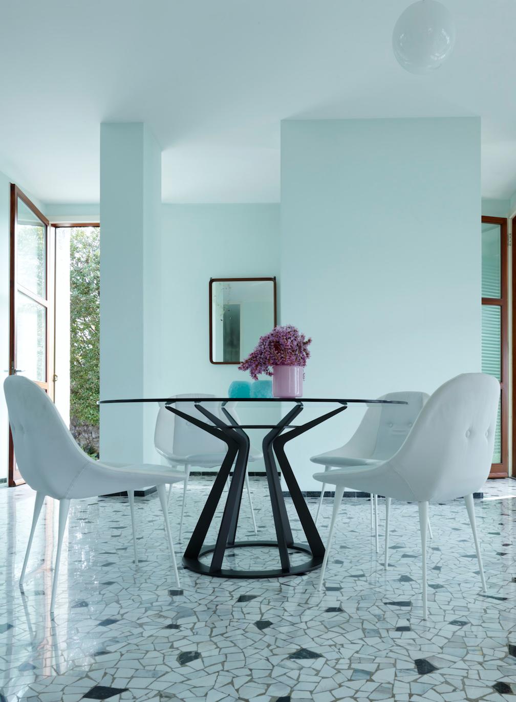 Moderne Tische & Stühle
