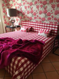 Bett Polsterung und Kissen & Tapetendesign