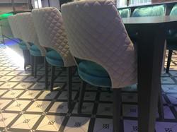 Esszimmerstühle & Designertisch