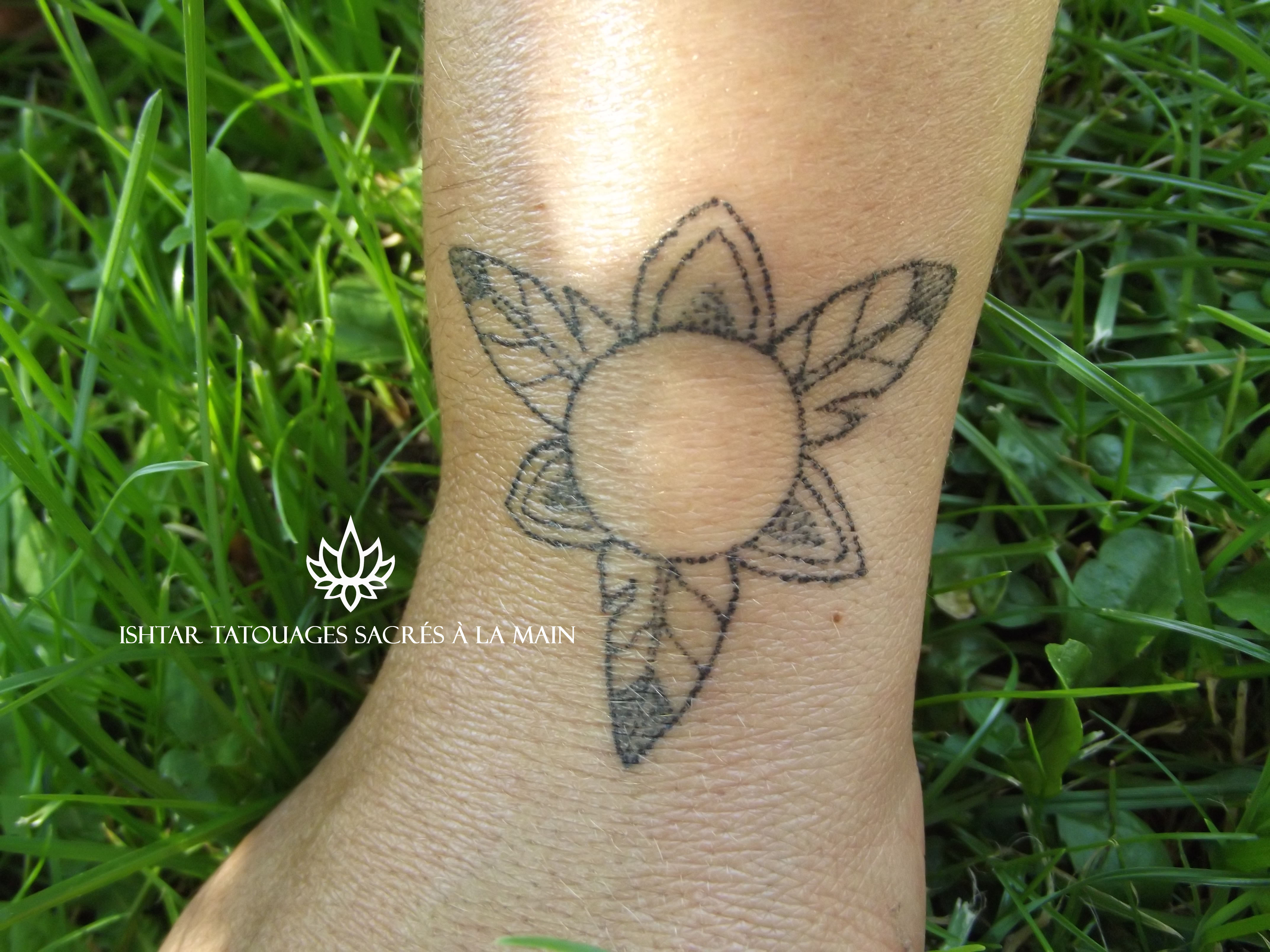 Katia Holist Ink Tattoo Tatouages Handpoke