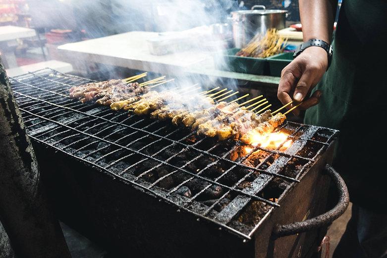 foodiesfeed.com_grilling-chicken-satay (
