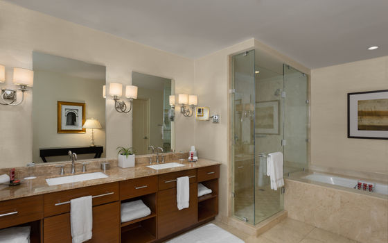 Bathroom Suite 3.jpg