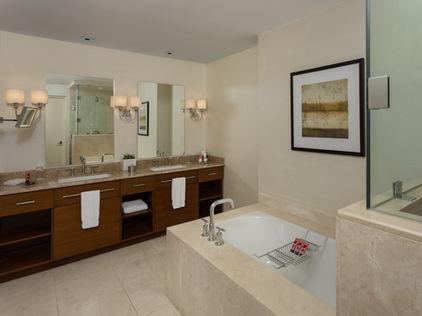 Tower Suite, Tower Superior 1 Bathroom.j