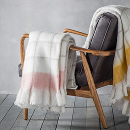 Agnes Mohair feel throw blush.jpg