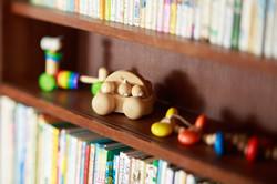 絵本とおもちゃ、たくさん