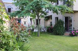 Bâtiments côté jardin