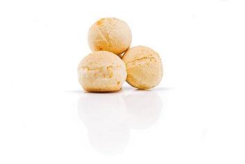 Pan de Queso brasileño en Chile, receta casera, natural y certificado como libre de gluten. También conocido en otros paises como Pan de Bono, Pan de Yuca, Chipa, Cuñape y Pão de Queijo.