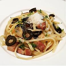 Linguine black olive, garlic and bacon