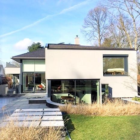 Maison contemporaine à Rhode Saint Genèse avec vue sur jardin