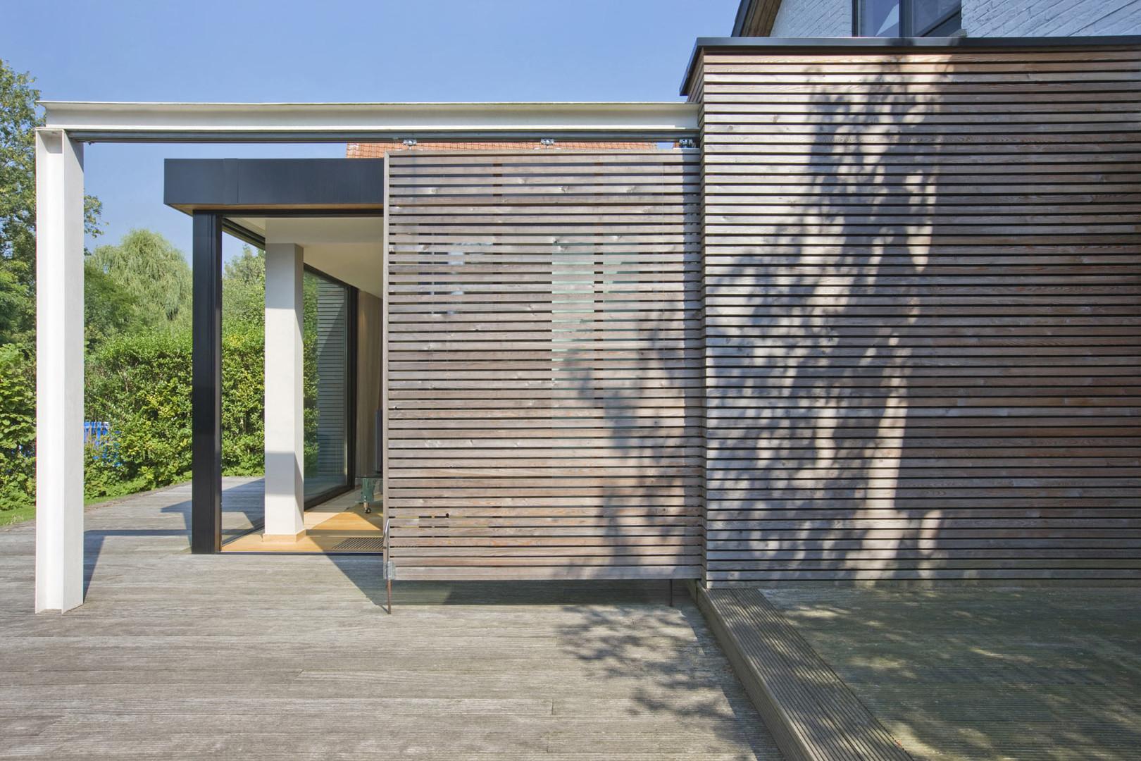 Extension contemporaine à Waterloo: panneaux bois et structure acier