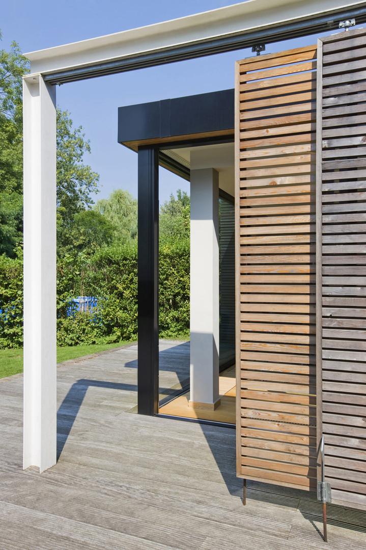 Extension moderne à Waterloo: panneaux de bois et structure acier