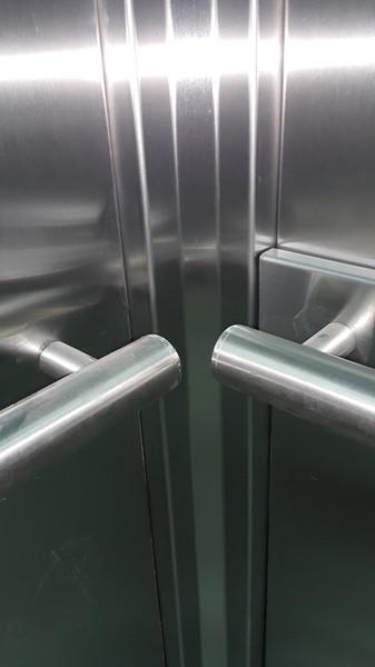 Detalle encuentro cabina de ascensor PRO