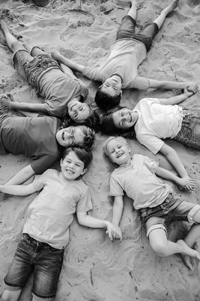 6 Kids im Wald