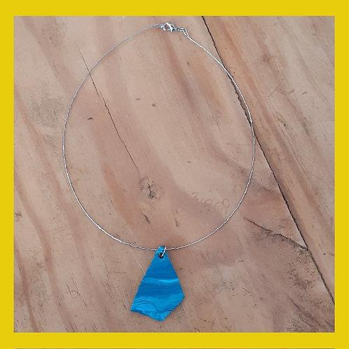 Colar de fio de aço e cerâmica plástica