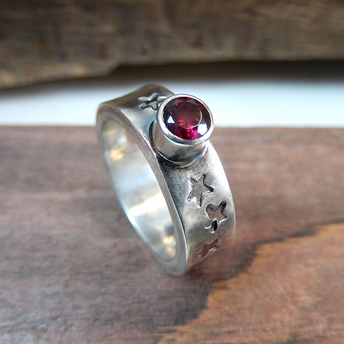 Garnet ring star design