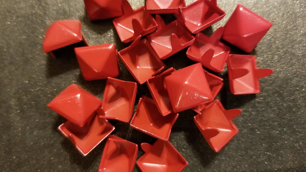 RED STANDARD SIZE (1/2 inch) PYRAMID STUDS 20 PACK