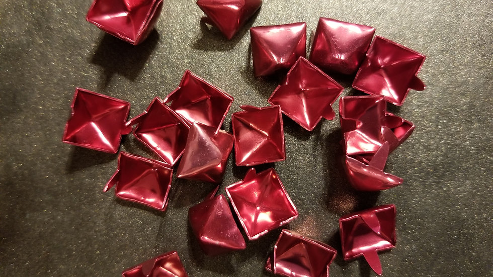 STANDARD SIZE SHINY RED STUD 20 PACK