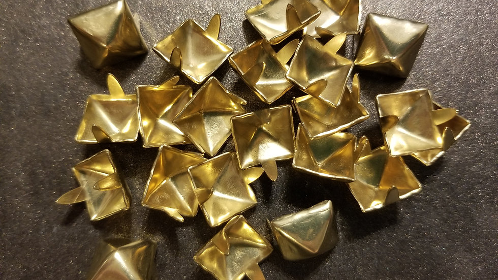 SHINY GOLD STANDARD SIZE (1/2 inch) PYRAMID STUD 20 PACK