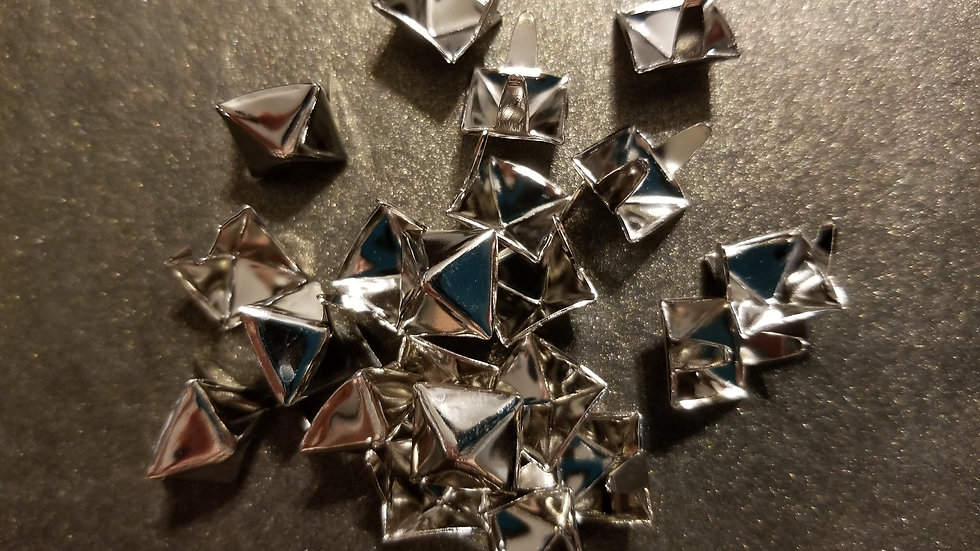 SILVER SMALL SIZE (1/4 inch) PYRAMID STUDS 20 PACK