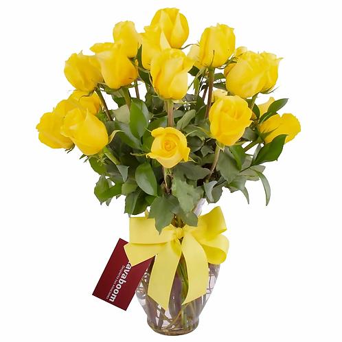 Arreglo floral en florero ánfora con 24 rosas amarillas
