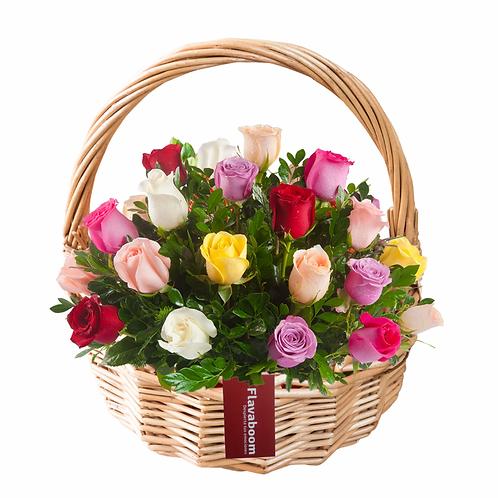 Cesto de mimbre con 23 rosas PREMIUM.