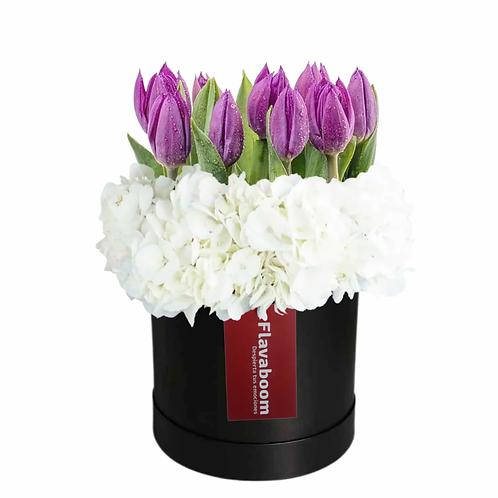 Sombrerera con 10 tulipanes PREMIUM morados y hortensias