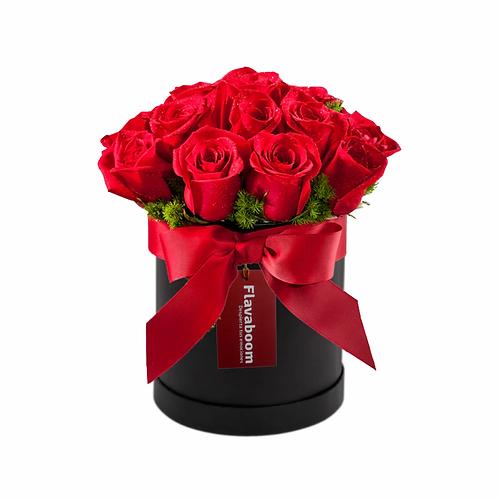 Sombrerera con 12 Rosas PREMIUM con lazo rojo