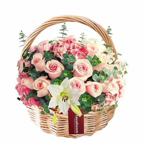 Catalina, cesto con 24 rosas PREMIUM  y finas flores.