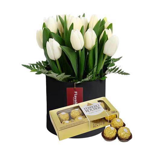 Balde de madera con 20 tulipanes