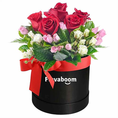 Gala - Elegante sombrerera con ROSAS PREMIUM y mini rosas