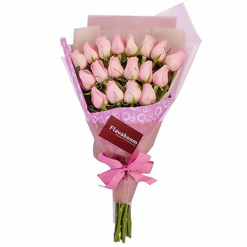 Ramo de rosas extendido con 18 rosas rosadas