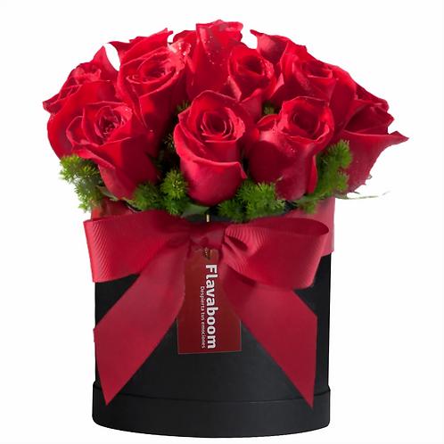 Sombrerera con 20 Rosas PREMIUM y follaje selecto