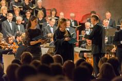 Yuna-Maria Schmidt (Sopran) und Julia Stein (Alt)
