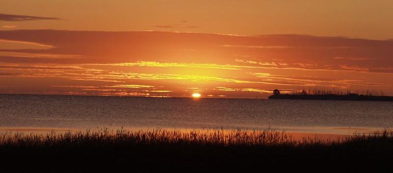 Sunrise 2 over the bay.JPG