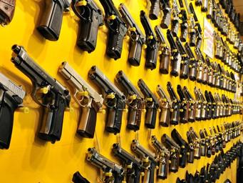 Maioria se posiciona contra porte de arma; cresce apoio à pena de morte entre os pobres