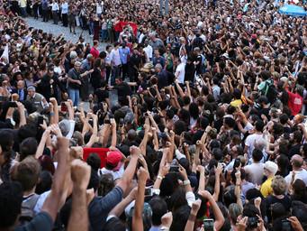 Crime político no Rio: multidão protesta contra Intervenção Militar e homenageia Marielle Franco
