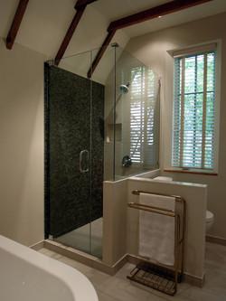 Shower_design_montréal_mosaic_glass_tile