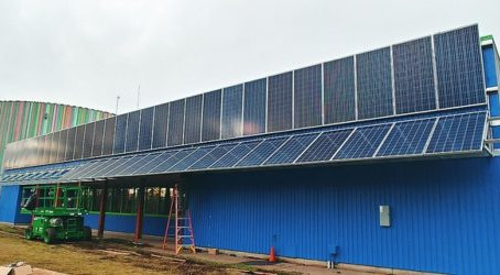 Everybody Solar adds unique side-mounted solar array to Eugene Science Center