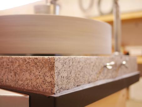 Faire de la farine sans gluten avec un moulin professionnel à meule de pierre de type «Moulin Astri