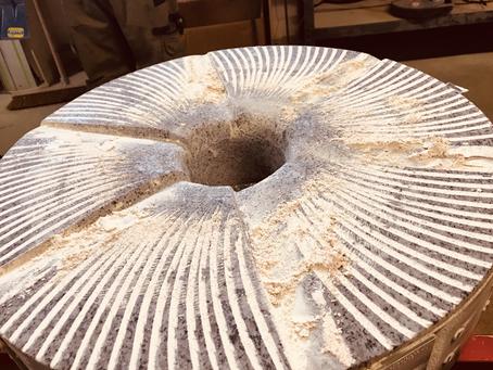 Quel est le prix d'un moulin à meule de pierre ?