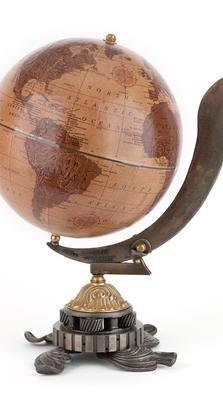 Le Commandeur desk globe
