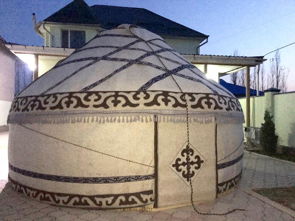 Test Aufbau in Bishkek, Kirgistan, vor der Abreise in die Schweiz.