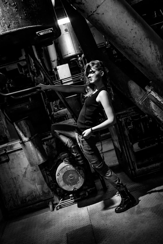Dark-fashion-Anahi Clemens5.jpg