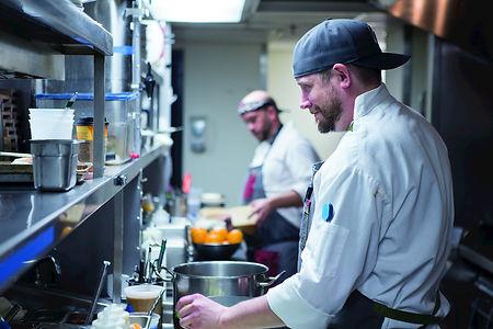 Restaurant - kitchen - chefs - preparati